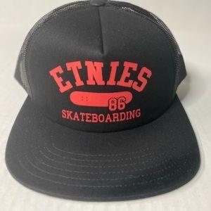 Estnies skateboarding trucker snap back hat black